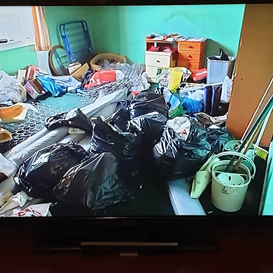 is all I can say!!! Churns my stomach watching this but these cleaners are actually amazing.  #extremecleaners #callthecleaners #dirt #grime #tummychurning #amazingwork pic.twitter.com/qGG40wXcTY