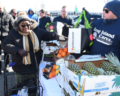 Stop & Shop Donates Five Tons of Fresh Produce to Long Island Cares http://dlvr.it/RQM07F pic.twitter.com/vxXfiGpA3e