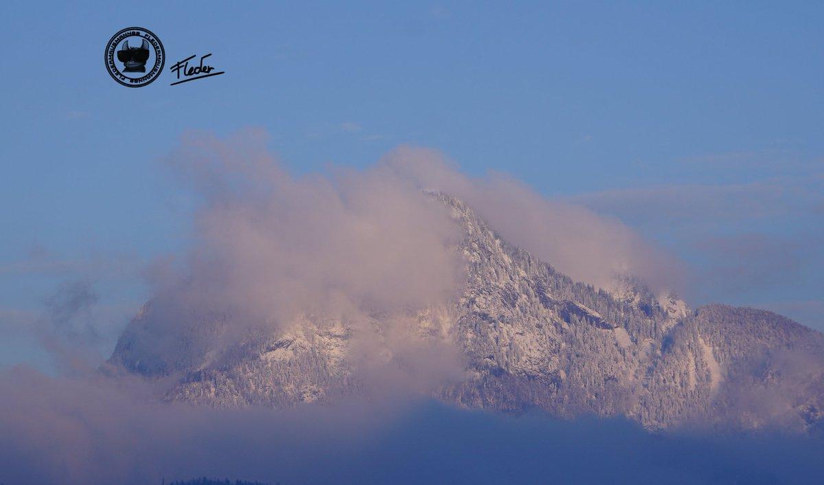 Beste Entscheidung 2019. Wieder zurück nach Österreich zu gehen! #sonyalpha6000#fotografie #foto #photography #photo #photographs #photoshoot #berge #mountain #snow #austria#austrianalps #österreich#salzburg #sunset #clouds #cloudmountain #schwarzweissfotografie pic.twitter.com/mswTmi1a1q