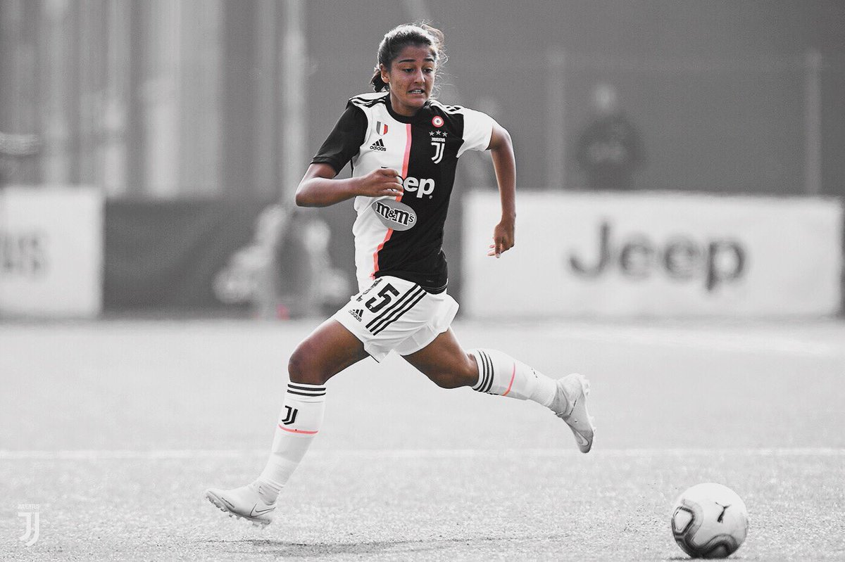 Congratulazioni alla nostra #under19 per aver bissato il successo alla #viareggiowomenscup 🏆con una dedica speciale, estesa da tutti noi, per #VanessaPanzeri 💪💪💪 #finoallafine ⚪️⚫️ #juventus 🌪🔥 #liveahead @JuventusFCWomen @JuventusFCYouth