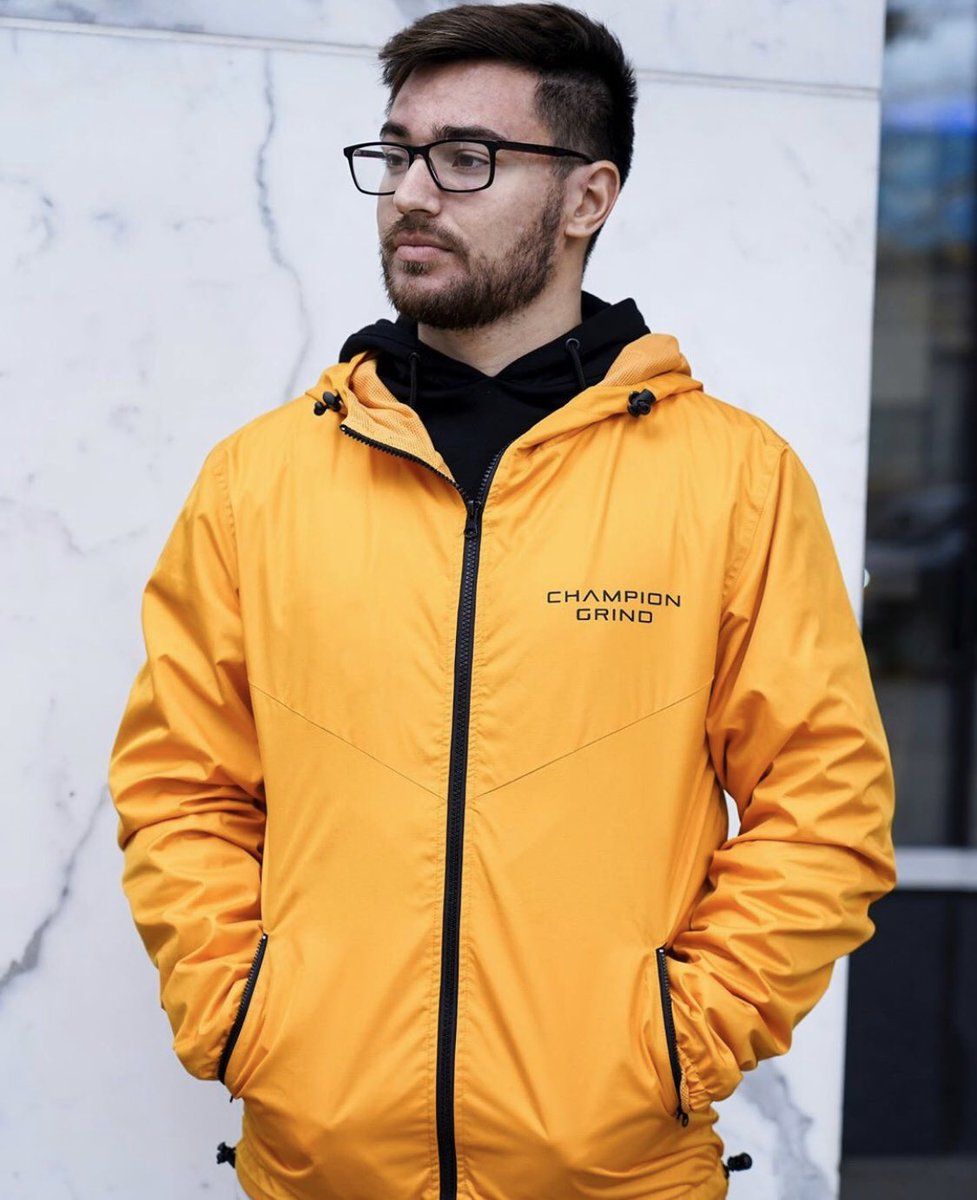 Stay active and have freedom of movement with our windbreakers made for multi-seasonal use. Style, comfort and quality - all in one!
