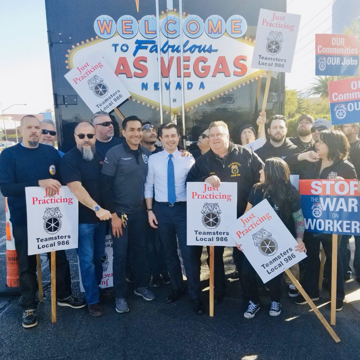 Welcome to #LasVegas @PeteButtigieg! Thanks for standing up for the workers @Teamsters986, @Culinary226 and #operatingengineers at @Palms fighting for a contract with @stationcasinos