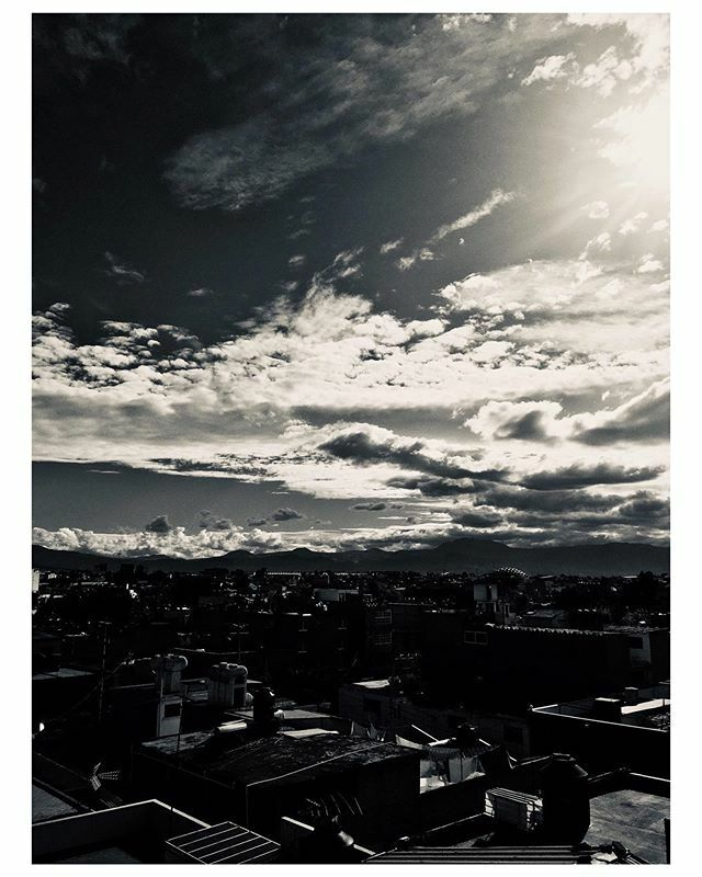Quieres ver algo chido, solo tienes que ver al cielo  #shotoniphone #streetstyle #street  #instagood #photographyoftheday #beautiful #picoftheday  #art #photography #design #photo #inspiration  #foto #fotografia #colectivofotomx #ingeniomexicano #fotodel… https://ift.tt/2P8vG6Vpic.twitter.com/YxSOUqBvgQ