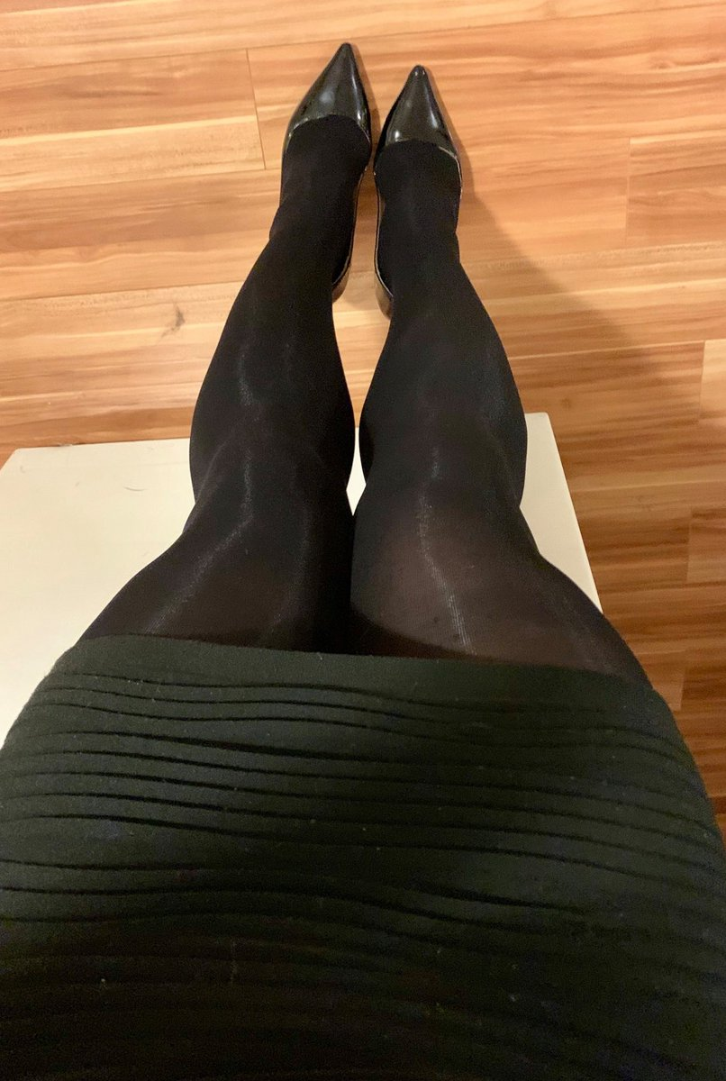 A  dark green dress and opaques today  for  work  today. Its  been a rubbishy day   #tights #highheels <br>http://pic.twitter.com/dBpwyQOEQi