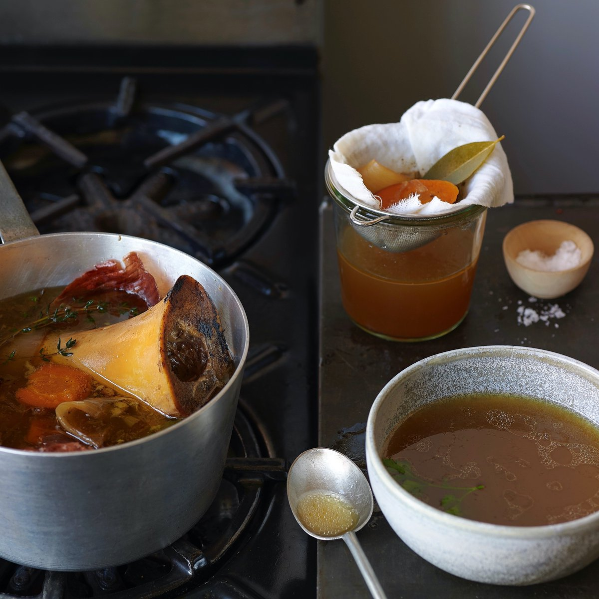 Bone broth is a health staple and rightfully so. It's a low-cal drink with 0 gram Net Carbs that boasts a boost of protein, plus a rich, comforting flavour that helps cleanse your system. Recipe on FB. #atkins#AtkinsDiet#diet#keto#dietfood#lowcarbpic.twitter.com/PGVV7l1kp3