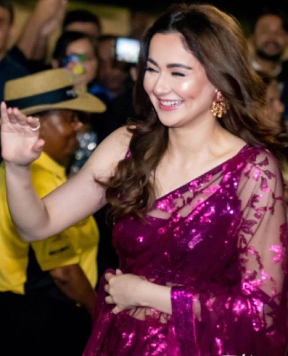 Do you know why Hania is happy?   Yes we know, because she knew #psl2020 will be starting from today and she will be supporting @peshawarzalmi   #DigitalSpartans #Pakistan #HaniaAmir #peshawarzalmi #psl2020 #PSL5 #pslt20<br>http://pic.twitter.com/a920Dr8ll9
