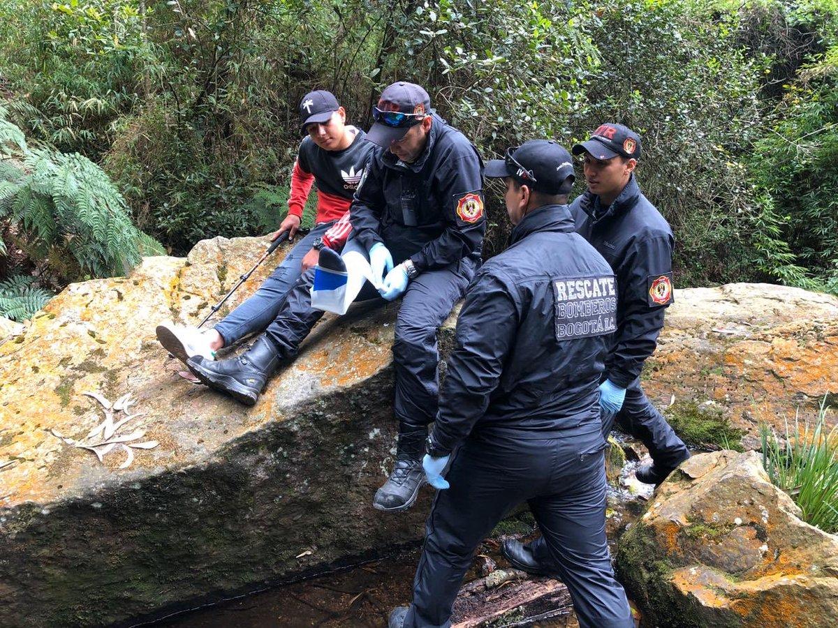 En un trabajo articulado con @CarabinerosCol 🚒 nuestro Equipo Técnico de Rescate y el Grupo de Incendios Forestales, realizaron un simulacro en el que se usaron mulas para el transporte de equipos y herramientas para la atención de una emergencia en los Cerros Orientales 👩🏻🚒👮🏻♂️👨🏻🚒