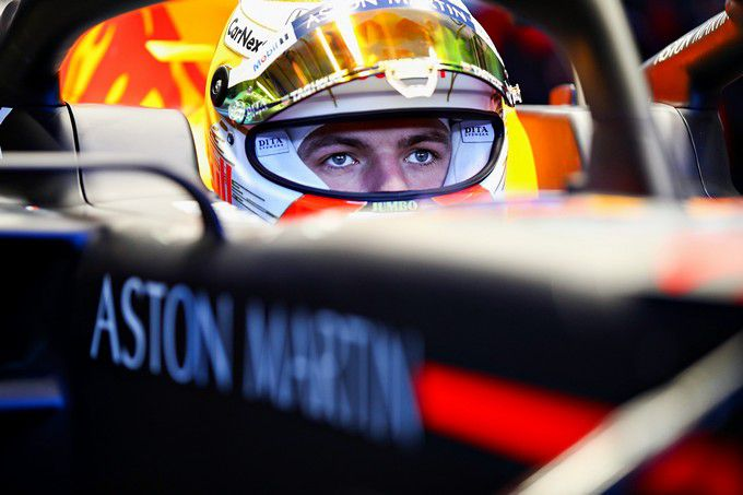Max Verstappen stampt flink door met de nieuwe ...  #CarlosSainz #CharlesLeclerc #EstebanOcon #Ferrari #GeorgeRussell #Honda #KevinMagnussen #MaxVerstappen #McLaren #Mercedes #RedBullRacing #Renault #RobertKubica #SergioPerez #ValtteriBottas #Williams https://dailygp.com/nl/max-verstappen-stampt-flink-door-met-de-nieuwe-rb16-rondetijden-vliegen-naar-beneden-tijden/…