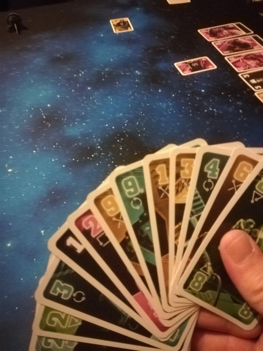 Auf dem Weg zum 9. Planeten. #diecrew mit @jungpeukert. #brettspiel #kartenspiel pic.twitter.com/fPyyPuDb5x