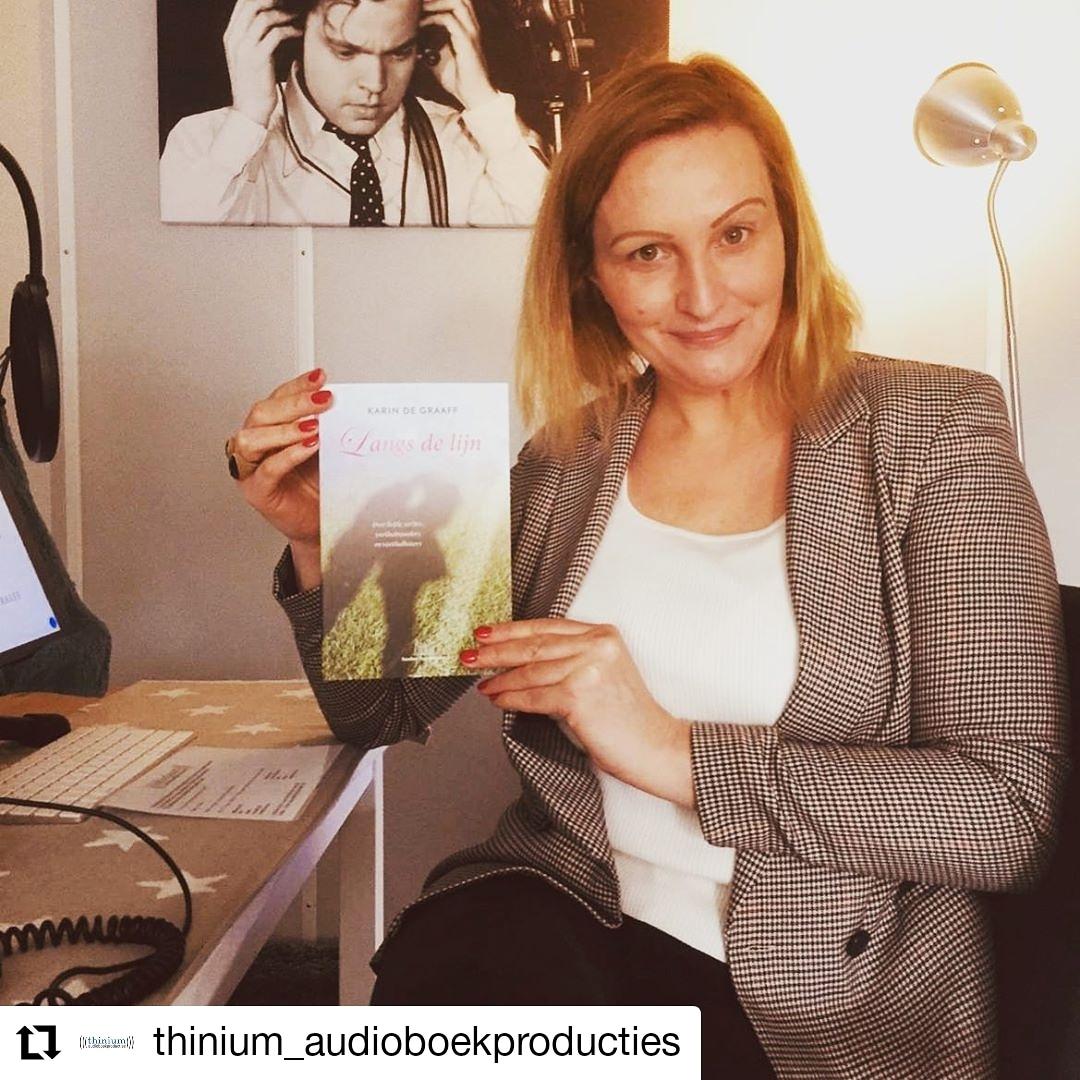 Hoe tof?! Langs de lijn wordt een #audioboek!!! Heel blij met #voetbalmoeder Donna Vrijhof die mijn roman voor gaat lezen @thiniumnl   & #audioboek #luisterboek #thinium #luisterboekenliefde #studiotime  #luisterenisooklezen #voorlezen #studiolife #luisteren #lindandcopic.twitter.com/6ZClddaaRg