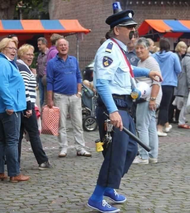 #Politieagent Sjef van Puffelen zal ZONDAG 8 MAART aanwezig zijn tijdens het st-ART #Straattheaterfestival in #Openluchttheater De #Doolhof in #Tegelen. Gigantisch veel artiesten. Klik op de link hieronder om alle artiesten te zien. Tot ZONDAG 8 MAART   https://t.co/sIwawjYOFq
