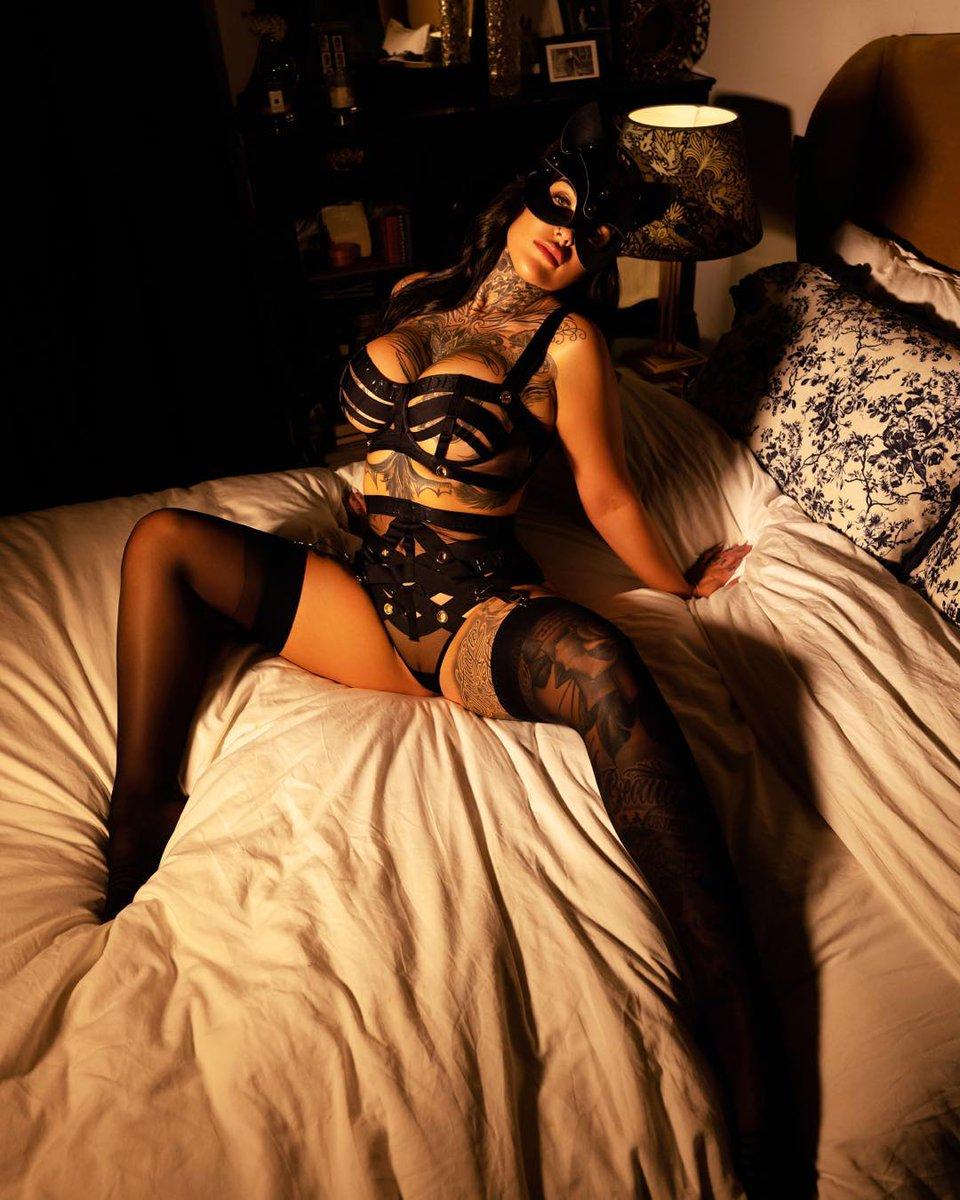 model @donnawildcard 📷 @atglamourlondon #alternativegirl #alternativemodel #altmodel #altgirl #inkmodel #inkgirl #inkedmodel #inkedgirl #tatmodel #tatgirl #tattooedgirl #tattooedmodel #photoshooting #portraitphotography #photographer #portrait #photography #photoshoot