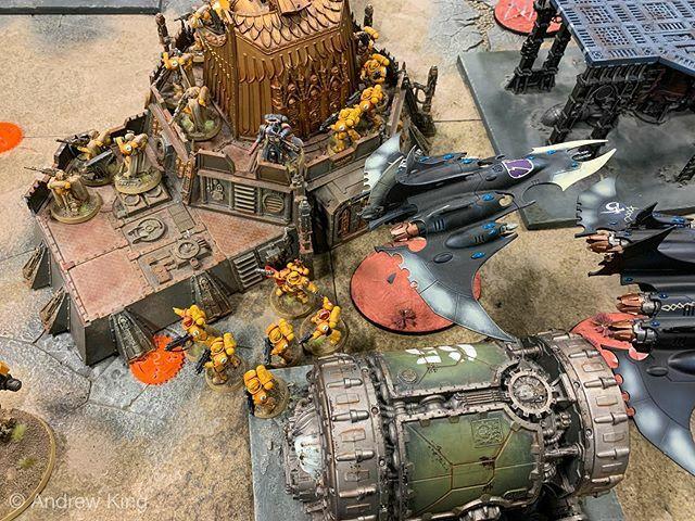Guess who fucked up his warlord placement? . . #warhammer #warhammer40k #spacemarines #primarisspacemarines #imperialfists #paintingwarhammer #playingwarhammer40k #playingwarhammer #twothincoats #gamesworkshop #warhammerworld #art #painting #miniaturepai…