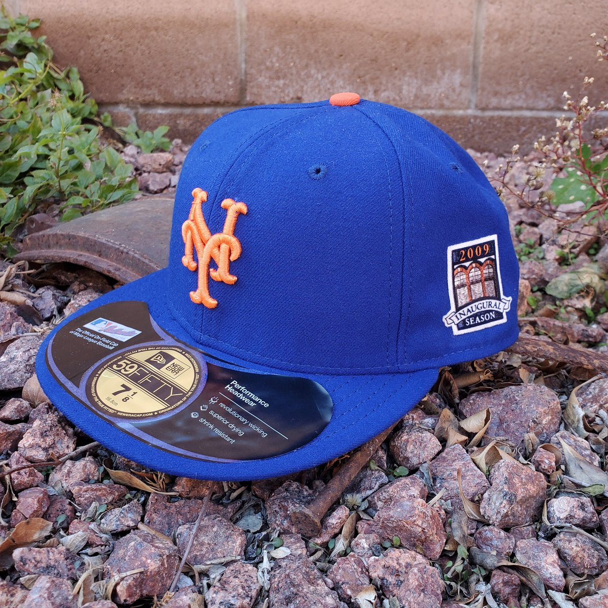 In 2009 the New York @Mets included an Inaugural patch which commemorated the start of a new chapter of their existence in Citi Field, leaving Shea Stadium after 47 seasons.  #Mets #NewYork #LGM #NYM #Baseball #MLB #NewEra #NewEraCap #Fitted #FittedOfTheDay #FOTD #59Fifty