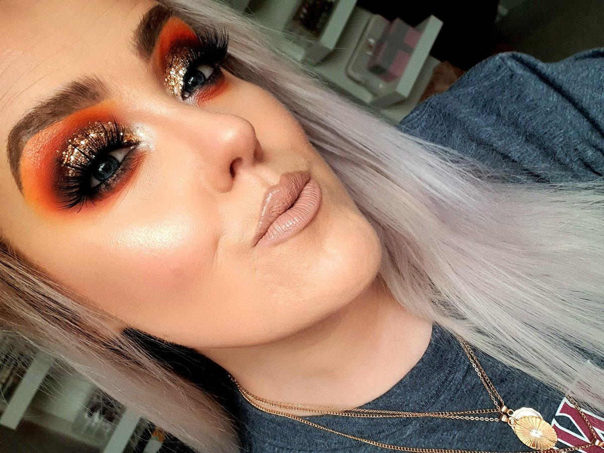Did I need to use 3 different palettes to create this look? Probably not but here we are   Appointments and lessons available please message to book #eyeconic #dippedingold #glitter #makeupartist #beautyblogger #mua #manchester #beautyblog #ukmua #makeupartistmanchesterpic.twitter.com/sUJiVSxHEq