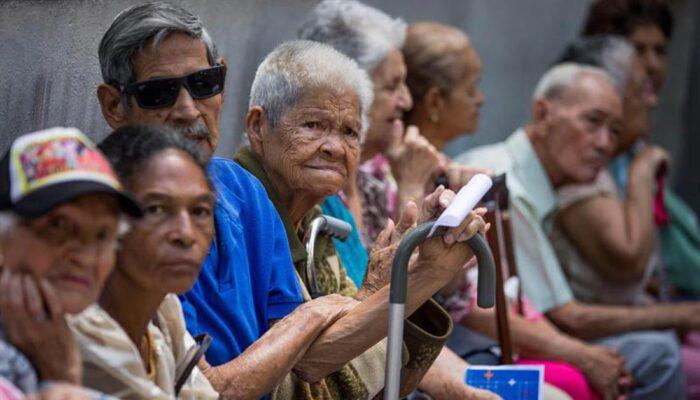 #Nacionales| El IVSS anunció fecha de pago a los pensionados  Lee más en #ElCandelazo https://bit.ly/38Thkzbpic.twitter.com/AlOthMnRsA