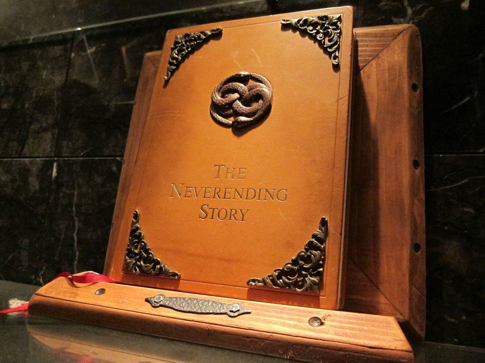 Various designs of The NeverEnding Story book  #MichaelEnde #DieUnendlicheGeschichte #TheNeverEndingStorypic.twitter.com/j0zLgyTs9X