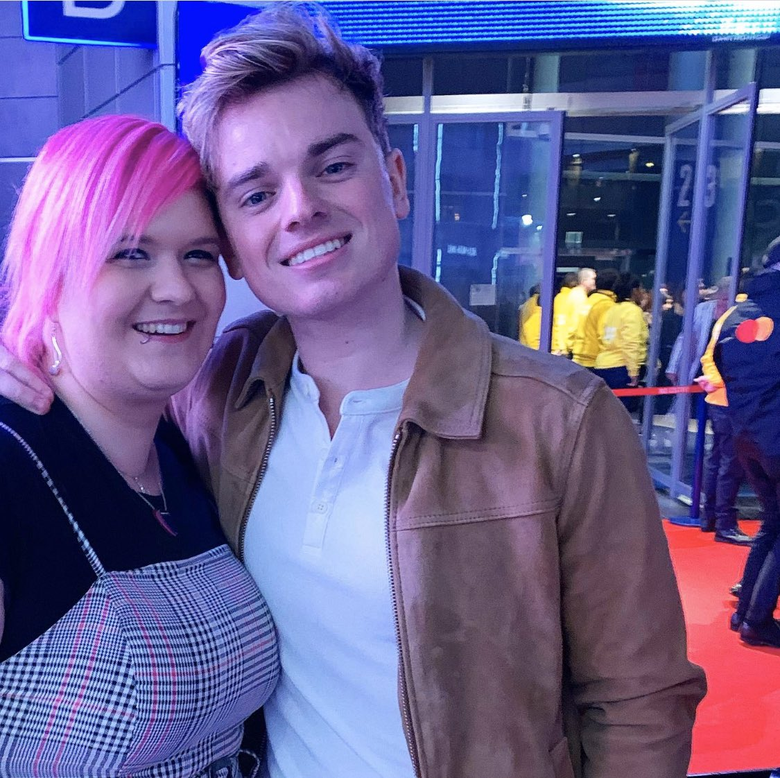 I thought I am #daydreaming -never in a #millionyears did I think I would actually meet @Jack_Maynard23 one day.He was ever so #lovely ,had a small talk with me&then went off with his mates to the #aftershowparty ! #thankyousomuch for your time!  #aboutlastnight #BritAwards2020pic.twitter.com/GGRcD1vRAE