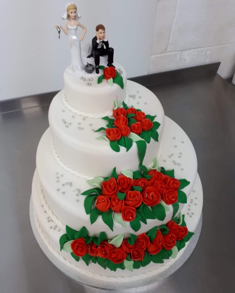 Quick shot of a wedding cake! Check out our website for more. Link is in the bio #catering #cateringbusiness #dessert #desserts #cake #cakes #vanilla #vanillacake #pastry #pastries #bake #baker #cakedecorating #cakeinspo #cakedesigner #wedding #love #yummy