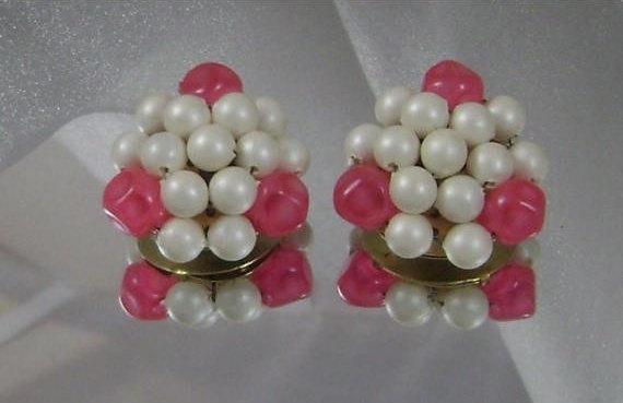 #Vintage Earrings. Large Clip Earrings. Pearl Earrings Hong Kong Honeysuckle Pink and Faux Pearls waalaa. #antique #shopping #jewelry #jewellery #gifts #wedding #etsy