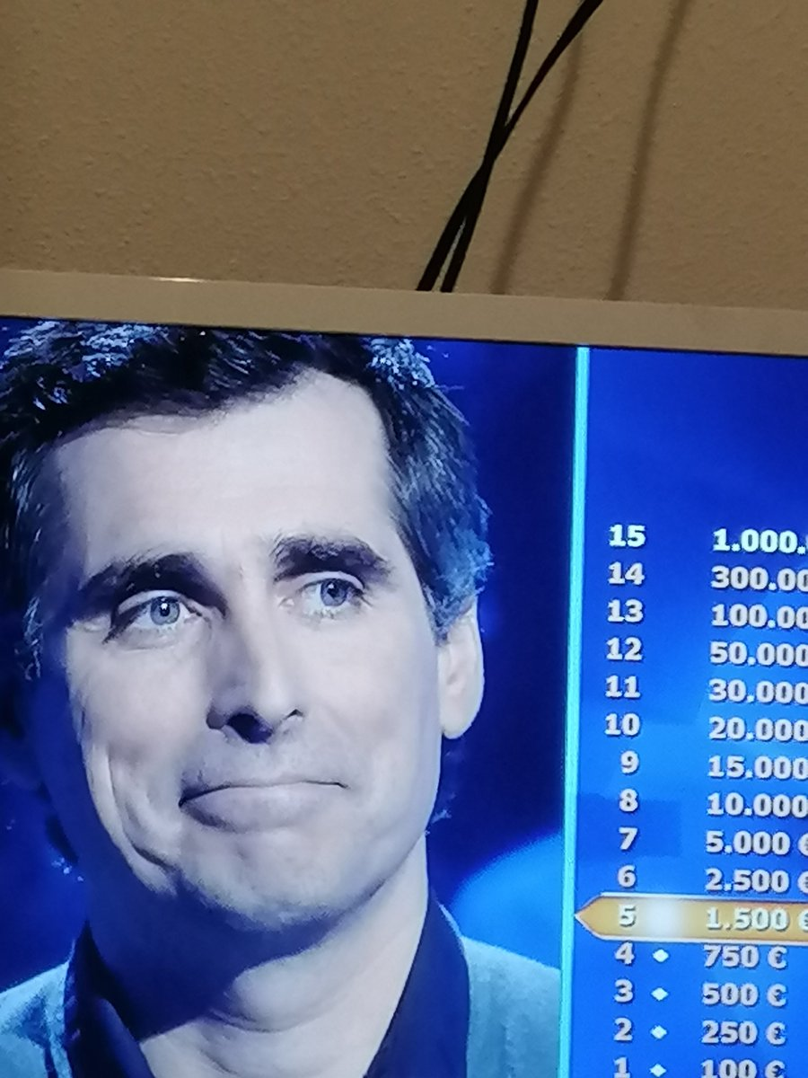 Who wants to be a millionaire, spanish edition.  Steve Carrell as one of the lifelines helps spanish contestant to answer a question about presidents of EEUU. <br>http://pic.twitter.com/Z3gDyjmwT4