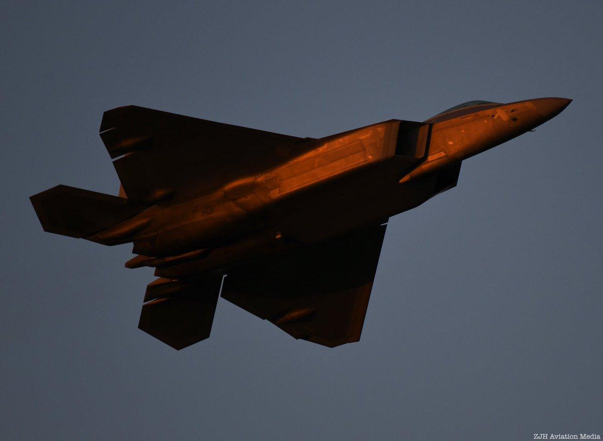 Raptor at sunset. #osh19 #f22 #f22raptor #f22raptordemoteam #raptor #raptornation #50inosh #airshow #aviation #aviationphotography