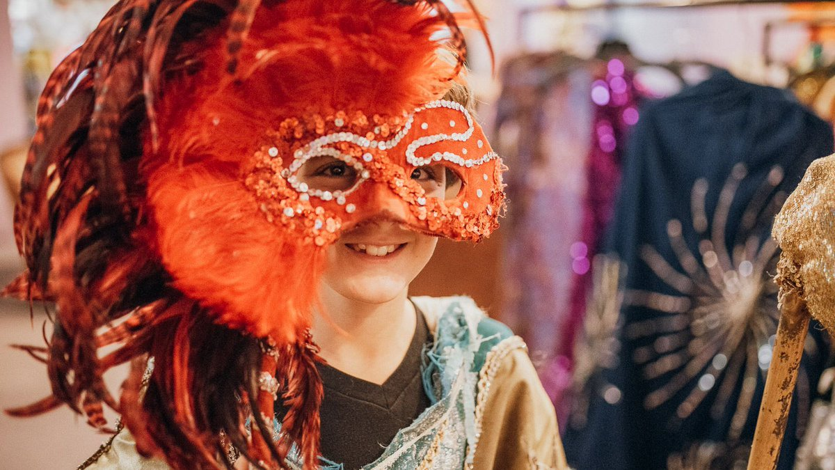 Want to go behind the scenes of #MardiGras? On our interactive tour, you'll experience the #NewOrleans festival like never before! Try on actual parade costumes, take part in your very own 'Second Line' Parade and more http://bit.ly/2GC4CZu  via @Walks #takewalks
