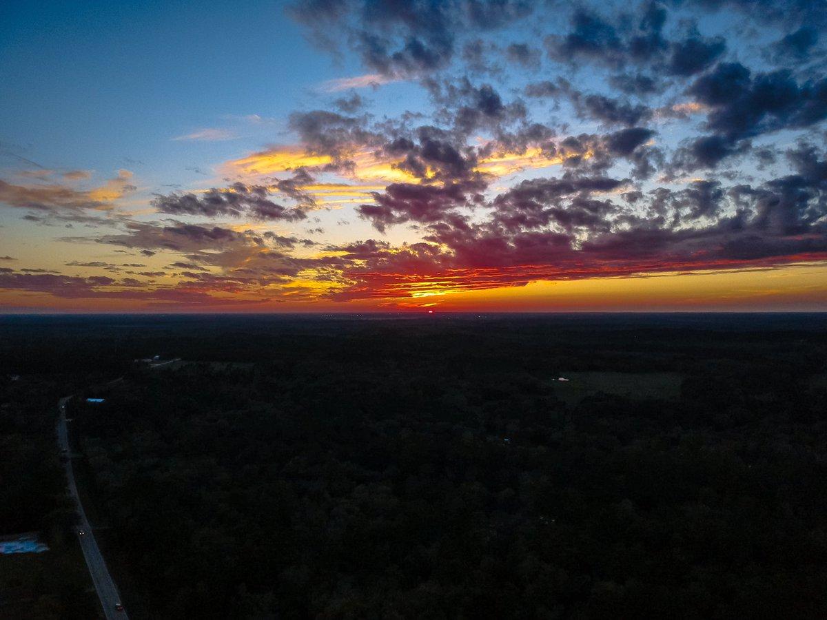 Another Beautiful sunset here in Florida  . . . .  . . . . #dronephotography #drone #dronestagram #droneshots #droneoftheday #dronepilot #dronelife #drones #dronegram #droner #dronephoto #droneofficial #droneworld #dji #djispark #djiglobal #djiphotography #djiofficialpic.twitter.com/zrn4cew37q
