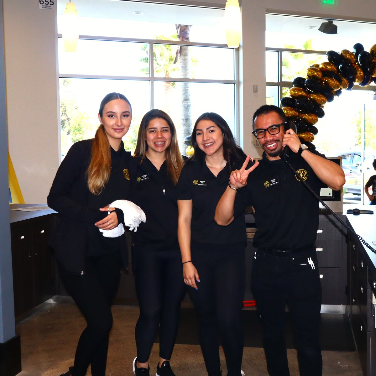 Our #GoldsGymOxnard team are ready to help you get started!   Come in today, take a tour of the new gym and become a part of the @GoldsGymSoCal family!  #GoldsGymSocal #GoldsFitness #SouthernCalifornia #Workout #PersonalTraining #Healthy #FitSpo #Motivationpic.twitter.com/3AajG76HoG