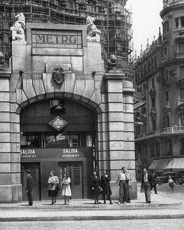 #MadridVintage   1947, el mítico templete del metro de la Red de San Luis, obra de Antonio Palacios ¡Es una maravilla! ❤ #Madrid #MadridSeduce #bnw #fotosmadrid #fotosvintage #fotosantiguas #MadridAntiguo #instapic #madridhistorico #madridmemola #mad…