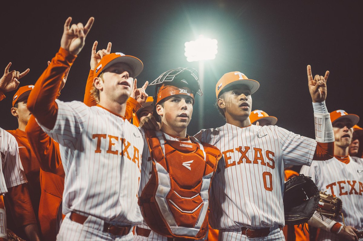 Sing it loud & proud. #OwnTheDisch | #HookEm🤘