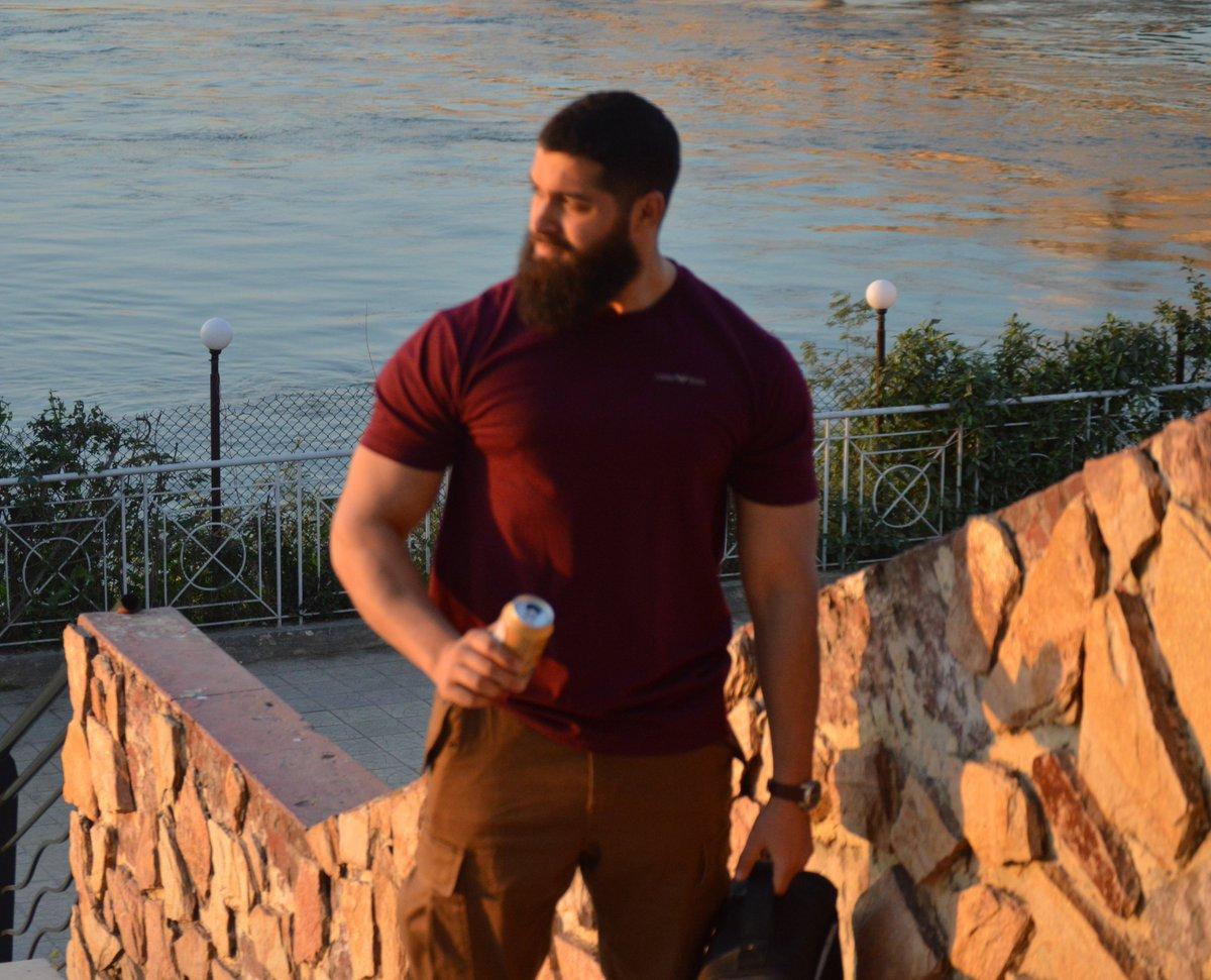 Ive no idea what happened to the picture, bu the view was nice ;) . #beardyfitness  #beardgang  #beardedfitmen  #bodybulding  #bodybuilder  #bodygoals  #fitfam  #fitspo  #fitness  #fitinspiration  #fitnessmodel  #fitnessmodel