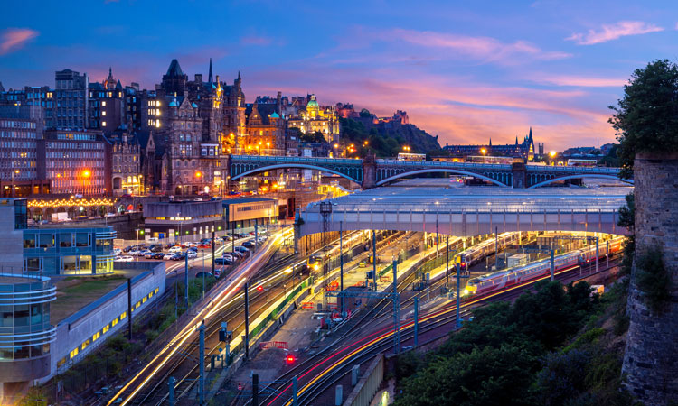 Take your chance to train travel -  http:// SAVEATRAIN.COM      #scotland #co2emissions #ecofriendly #environment #railtransportation #traintransportation<br>http://pic.twitter.com/31lWWyBldL