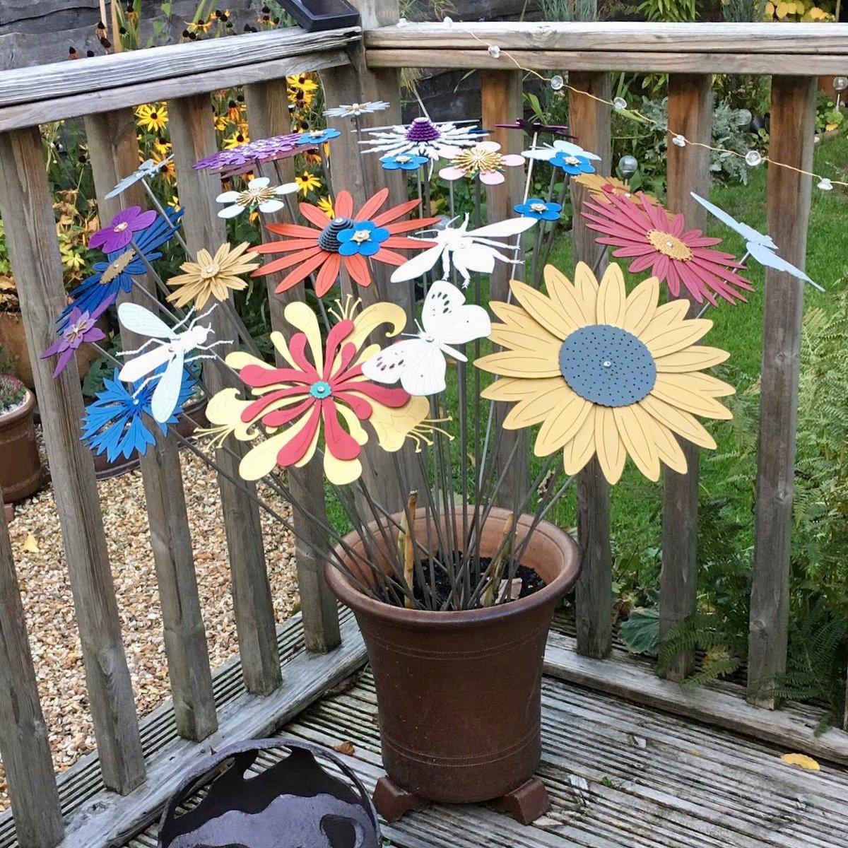 Beautiful bouquet and flowers for all seasons! #flowerbouquet  #gardenart  #metalsculpture  #gardendesign  #sculpture  #flowersculpture  #flowerart  #pollination  #bees  #butterflies  #flowerstem  #flowers  #inspiredbynature_  #gardensculpture  #metalcraft