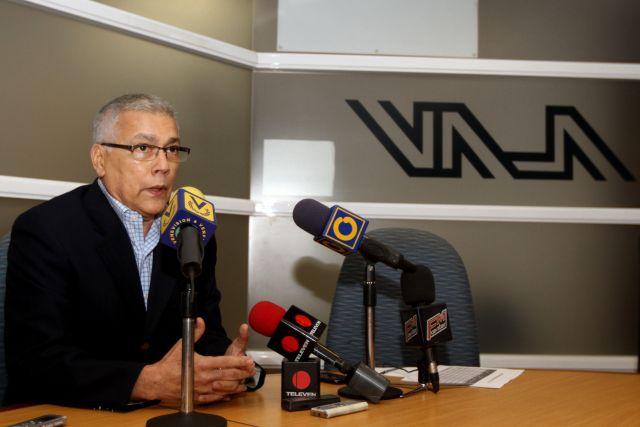 El presidente ejecutivo de la Asociación de Líneas Aéreas en Venezuela, Humberto Figuera, exhortó al Estado cuidar las actividades aeronáuticas extranjeras y nacionales, a fin de mantener la operatividad del sector. http://bit.ly/2P7eEWtpic.twitter.com/nttKUHZ2eC