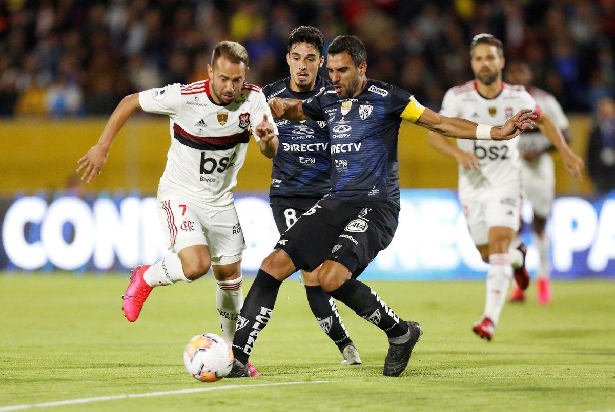 FIM DE JOGO! Independiente del Valle 2x2 Flamengo. ⚽ Murillo, Pellerano | Bruno Henrique, Pedro.