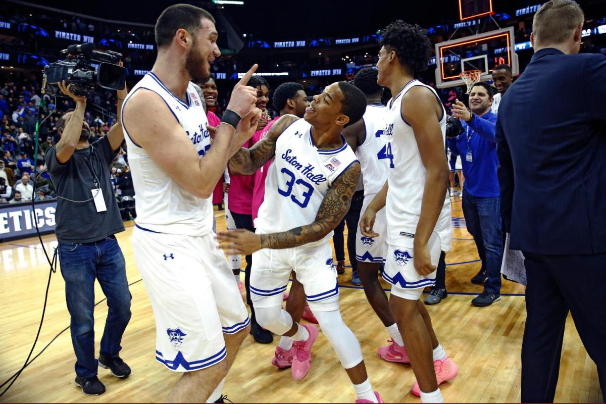Mamukelashvili Shot at Buzzer Lifts Seton Hall Over Butler Sandro Mamukelashvili hit an off-balance shot in the lane at the buzzer to give No. 16 Seton Hall a stunning 74-72 victory over No. 21 Butler.  http://twib.in/l/L6Re5R8jkXMR   #USNews  #USRC