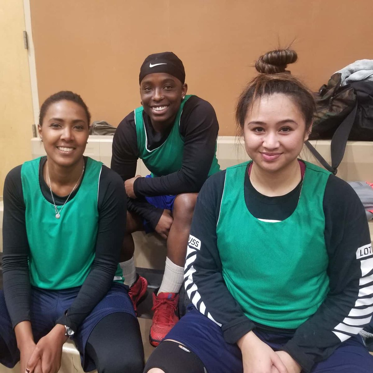 Ready with 3. Thursday Night Pick Up Games, 5 on 5 tomorrow at 7p in Oakland! See you there  • 2/20 @ #Bushrod Rec Center, #Oakland. 7:00p - 9:00p • $5 per player  #WomensBasketball #WomenInSports #RecreationMatters  #PickUpBasketBall #PickUpGames  #wnba #basketballpic.twitter.com/C9gtCZwaHV