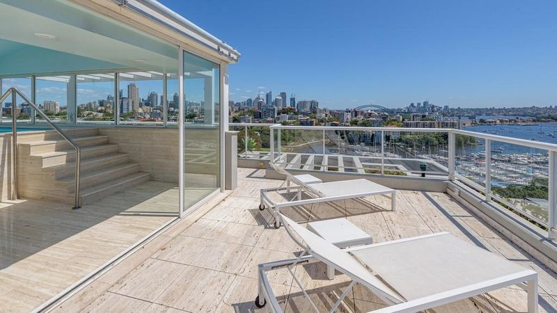 The home of the late Julie Lowy, who turned the famous Cosmopolitan restaurant in Double Bay into a 'gold mine', is one of Darling Point's finest penthouses. https://www.realestate.com.au/news/darling-point-penthouse-of-double-bay-legends-the-late-julie-and-stephen-lowy-hits-the-market/?rsf=syn:news:nca:dt:socref… #realestateau #NSW via @_SteveNichollspic.twitter.com/jRRQvVaVm6