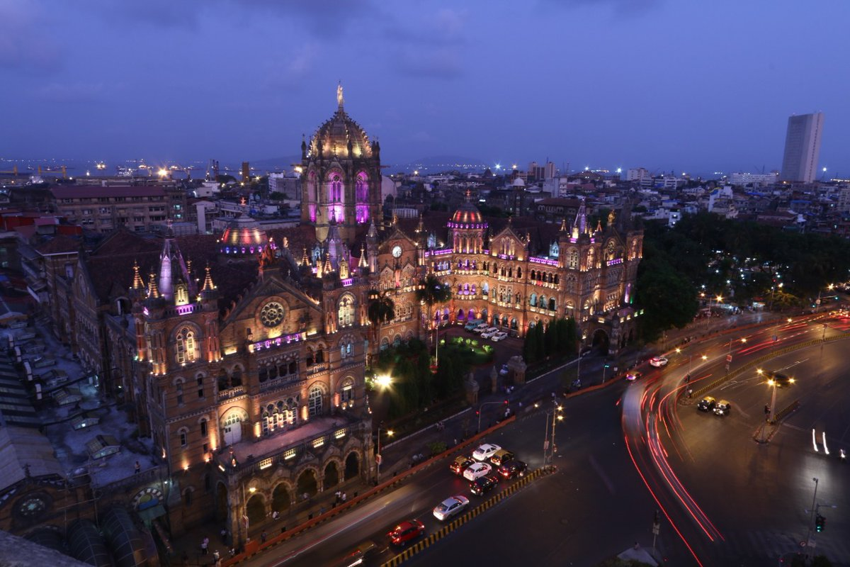 Chhatrapati Shivaji Maharaj Terminus Gets a Makeover: Take a look at the aesthetically illuminated station in Mumbai with modern amenities.   Highlighting Maharashtra's rich culture with a beautiful art gallery, station provides a more convenient & enjoyable travel experience. <br>http://pic.twitter.com/aaozigiHmX