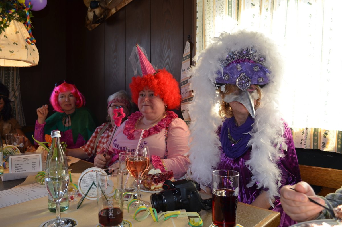 Auf geht´s zum griabigen #Faschingskranzl vom #Katholischen #Frauenbund #Inzell/Weißbach. Alles geboten, um einen unterhaltsamen Nachmittag zu erleben. Los geht's ab 14 Uhr im #Gasthof #Vroni ... #inzellimchiemgau #fasching #spaß #tradition @reginabrandpic.twitter.com/A0hQp3Fruf