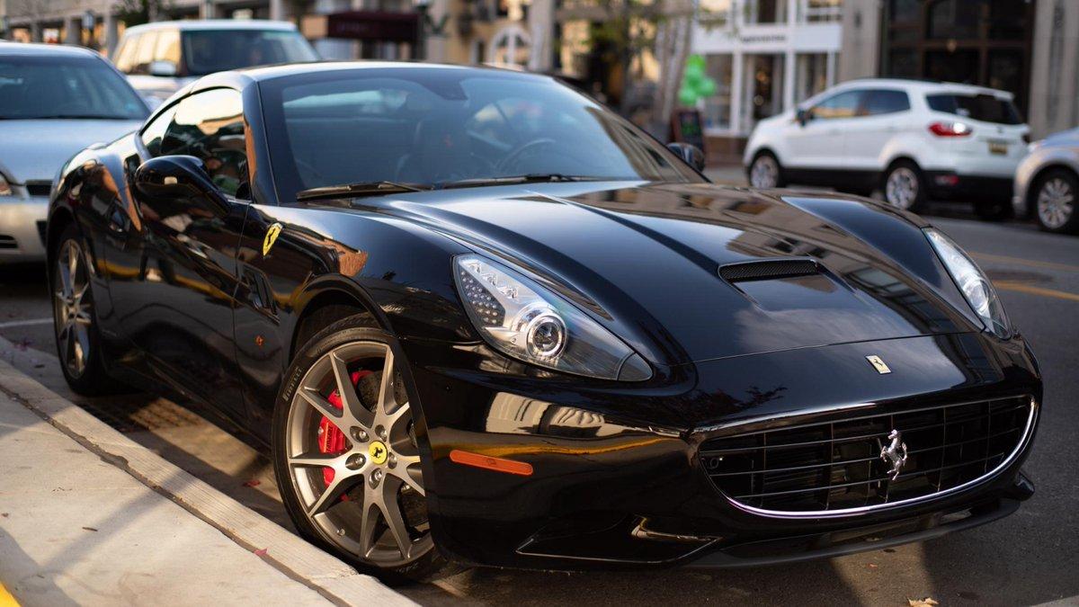 #Ferrari California spotted on an unseasonably warm day last autumn. http://redd.it/f6net5