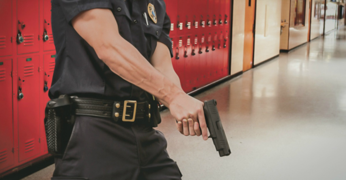7 Tips for classroom setup to guard against an #activeshooter >> http://ow.ly/yIqQ30qhBvu  #schoolsafety @ALICEtrainingpic.twitter.com/ibJTKuk1BN