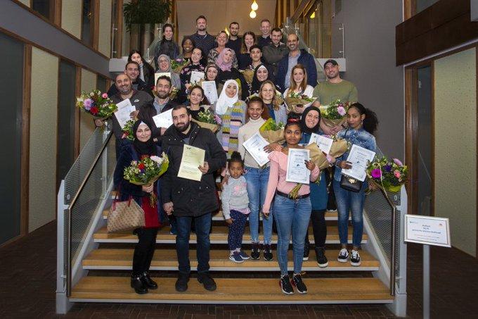 Statushouders krijgen hun 1e Nederlandse diploma https://t.co/dYsm5I9cuq https://t.co/ztrsBY5wk6