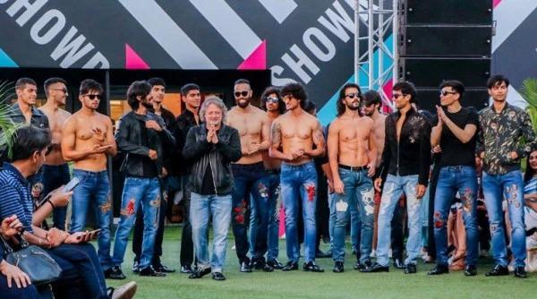 Denim is having its moment, again, courtesy Rohit Bal, writes @duttatweets @rohitbal_ #lakmefashionweek2020 #fashion  https://indianexpress.com/article/lifestyle/fashion/rohit-bal-lakme-fashion-week-2020-closing-balance-lfwsr20-summer-resort-denim-6277616/…pic.twitter.com/sM4jhnm0iX