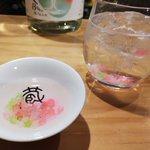 新しい日本酒の飲みかた!日本酒に金平糖をいれるだけで、可愛くて味も美味しい日本酒のできあがり。
