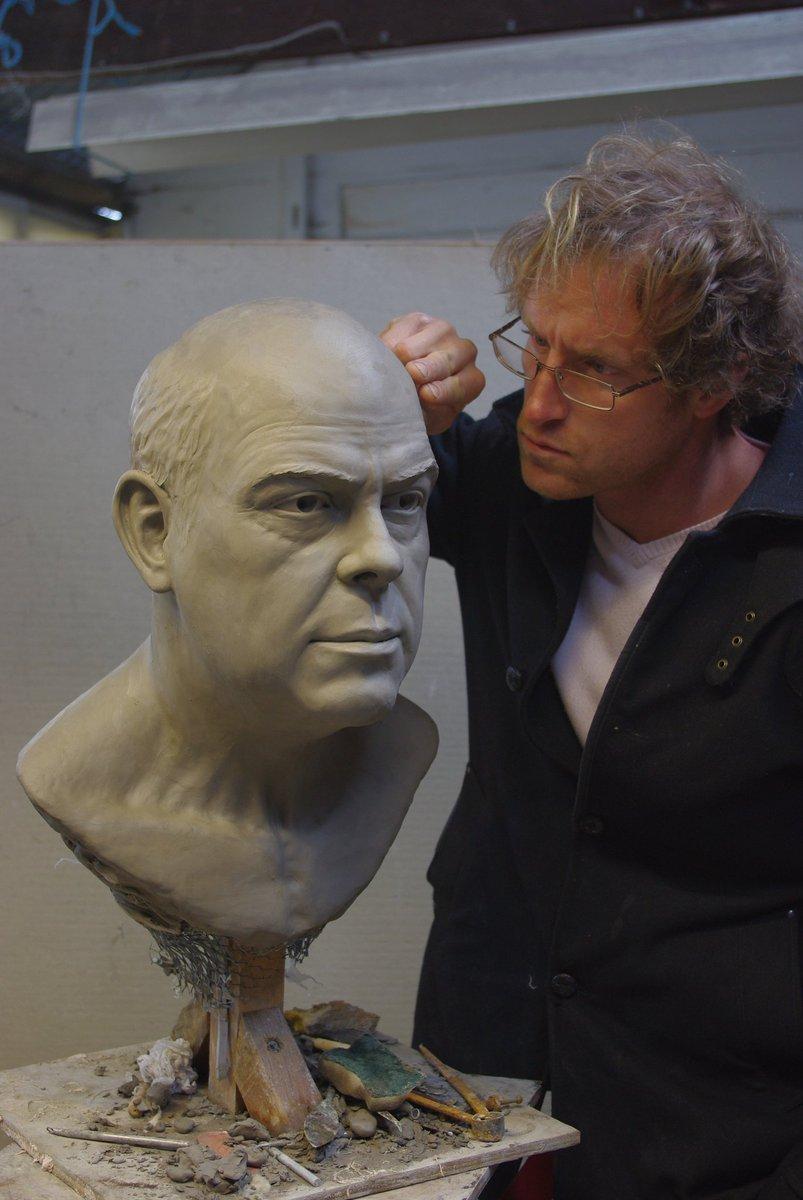 Portrait comishon! #sculpture  #nickelphicksculpture  #bronze  #galary  #artgalary  #finart  #figurativesculpture  @curvemedia  @discovery  @druePritchard  @Llandudno  @conway