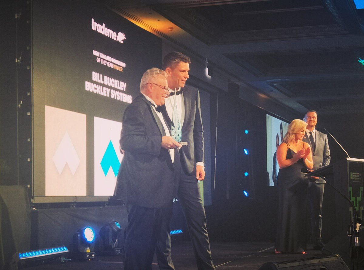 @TradeMe Innovator of the Year is awarded to Bill Buckley. Bill's company Neutron Therapeutics have built a cancer treating machine that has one fraction of the radiation without the physical side effects and delivers the treatment more accurately. Incredible. #nzoty #bestofus pic.twitter.com/2B3hZMPzMw