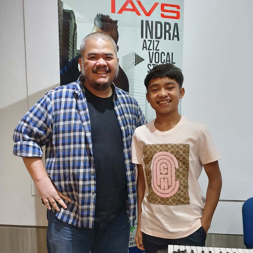 Hi guys this is Bertrand Peto after training with Indra Aziz. Thank you Bertrand Peto  . Join IAVS call 0217209988 or WA 087878269628 @IndraAziz @msi_school @VokalPlus #IndraAzizVocalStudio #IAVS #Vocal #VocalSchool #MSIschoolpic.twitter.com/4Ol64dkhbh