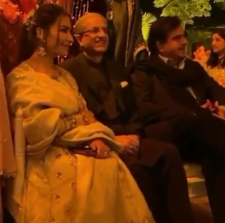@ShatruganSinha  spotted in a wedding yesterday in #lahore  along with @ReemaKhanOff .  Itni tensions chal rahi ha #Pakistani  r #India  ke beech mien r ye yaha agai kisi ko batai baghair. #Khamosh   #actor  #bollywood  #lollywood  #reemakhan  #shatrughansinha